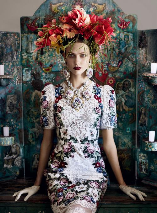 Karlie Kloss in Dolce & Gabbana