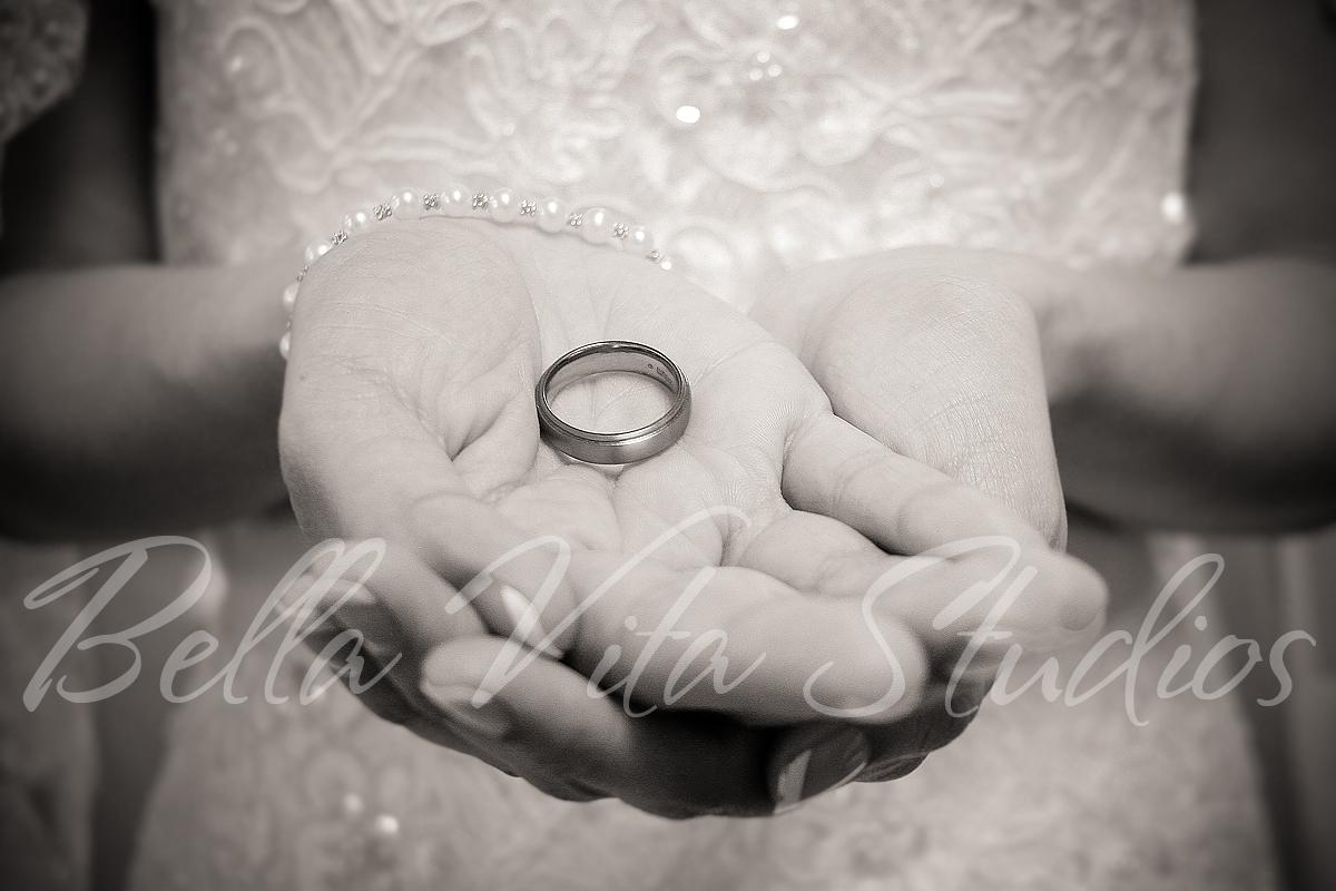 wedding-blackhaw-christian-church-fort-wayne-indiana-photographers-photography-photos-1020.jpg