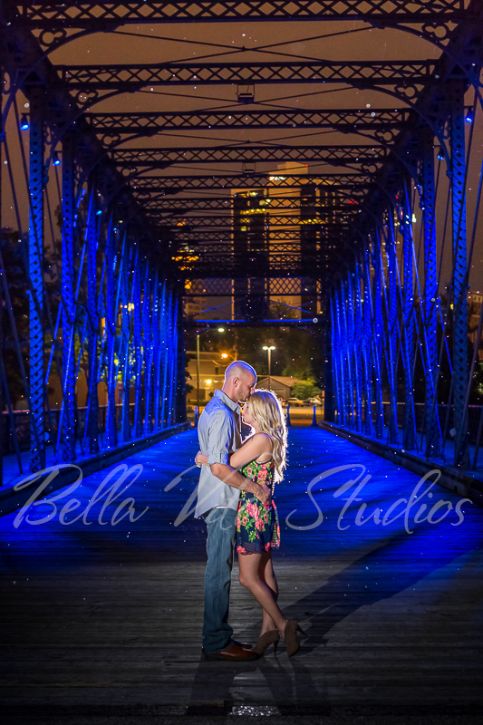 wedding-photographers-in-fort-wayne-indiana-photography-20150905-engagement-session-downtown-outdoor-1127