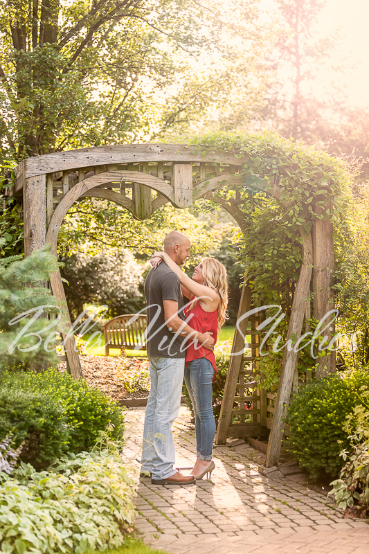 wedding-photographers-in-fort-wayne-indiana-photography-20150905-engagement-session-downtown-outdoor-1034.jpg