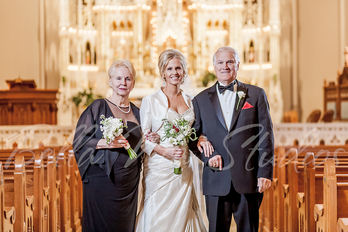 fort-wayne-catholic-wedding-church-reception-photographers-photography-baker-street-train-station-3080