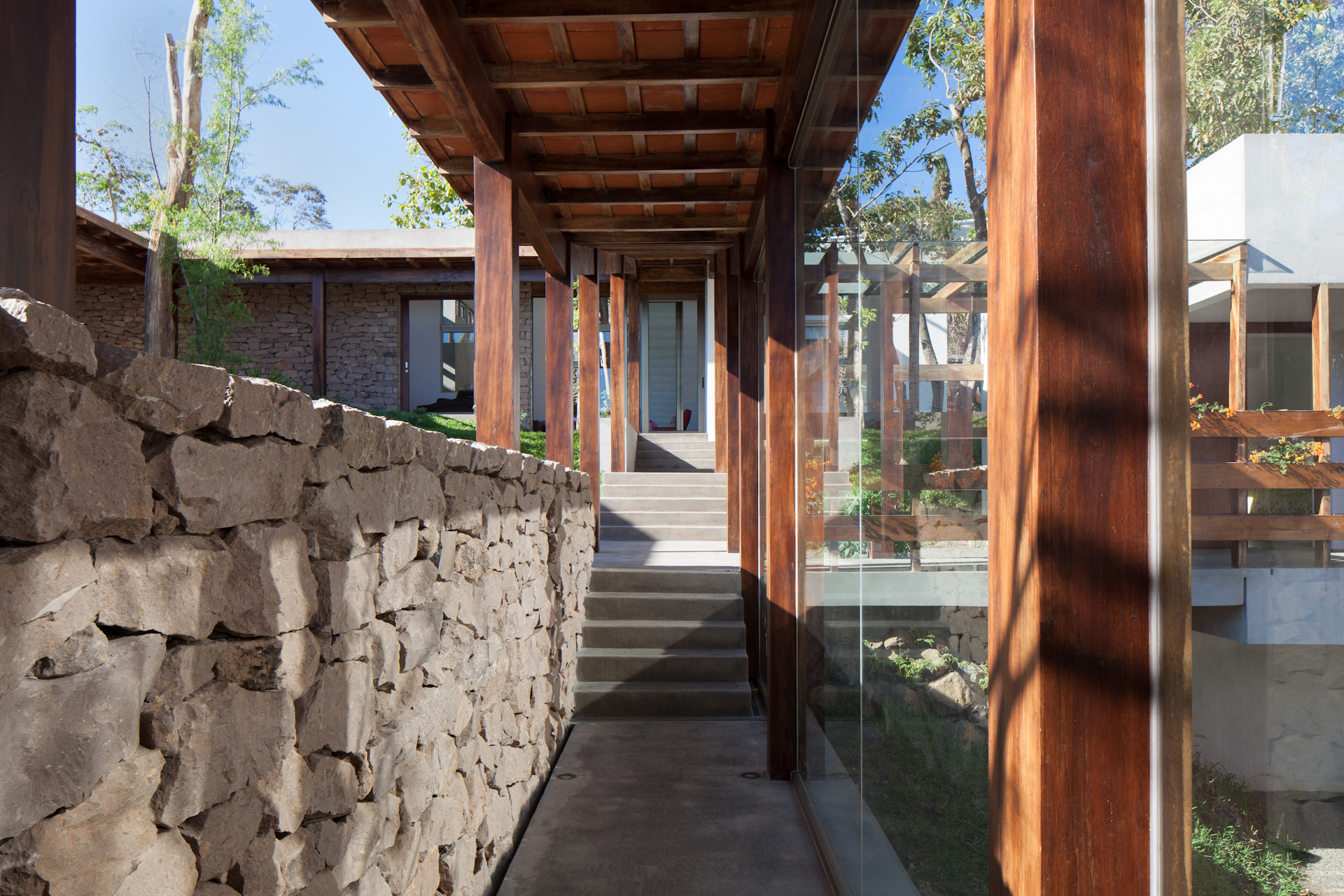 Architecture-Modern-Casa-Jardin-El-Salvador-Interior-07.JPG