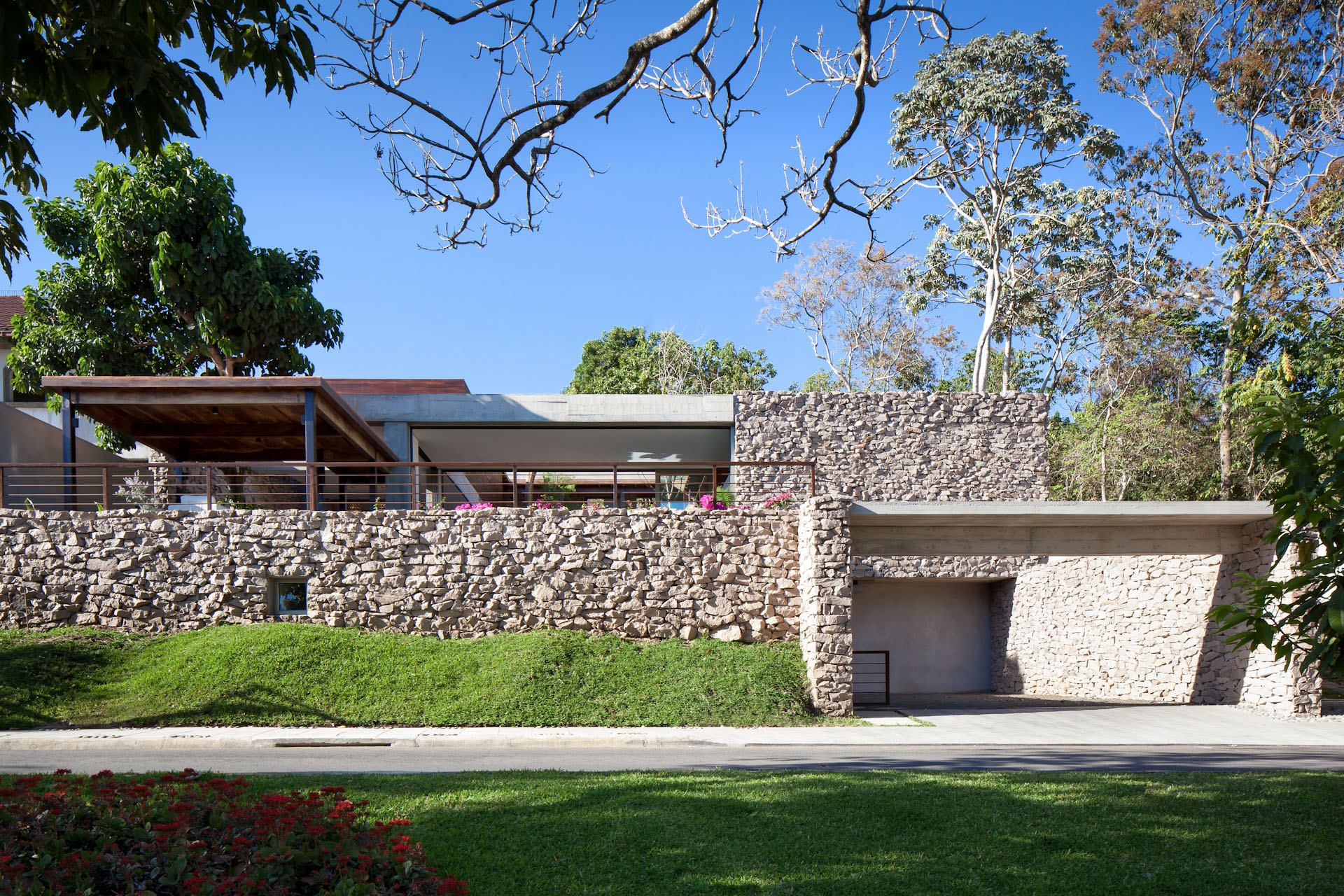 Architecture-Modern-Casa-Jardin-El-Salvador-Jason-Bax-01.JPG