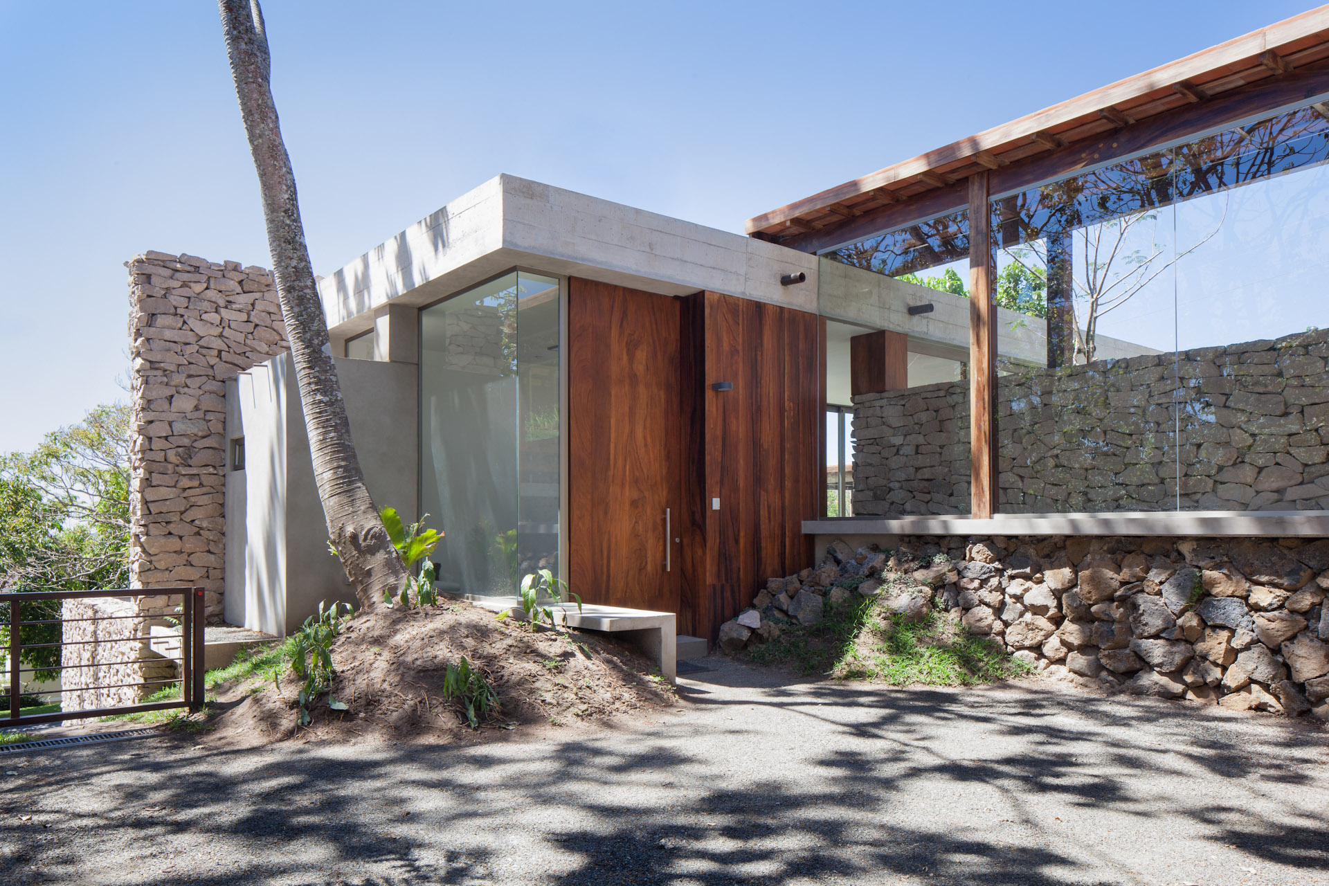 Architecture-Modern-Casa-Jardin-El-Salvador-Jason-Bax-03.JPG