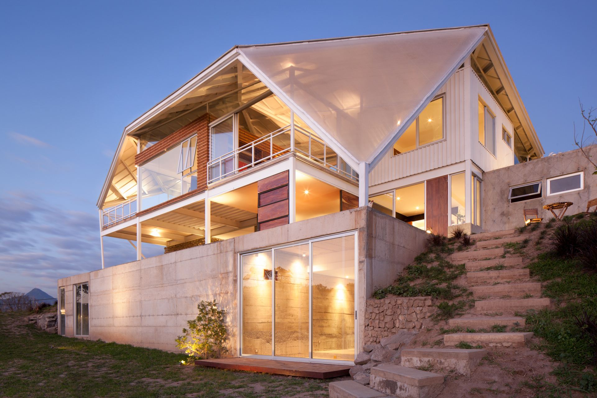 Architecture-Modern-La-Piscucha-El-Salvador-Dwell-Night-12.JPG