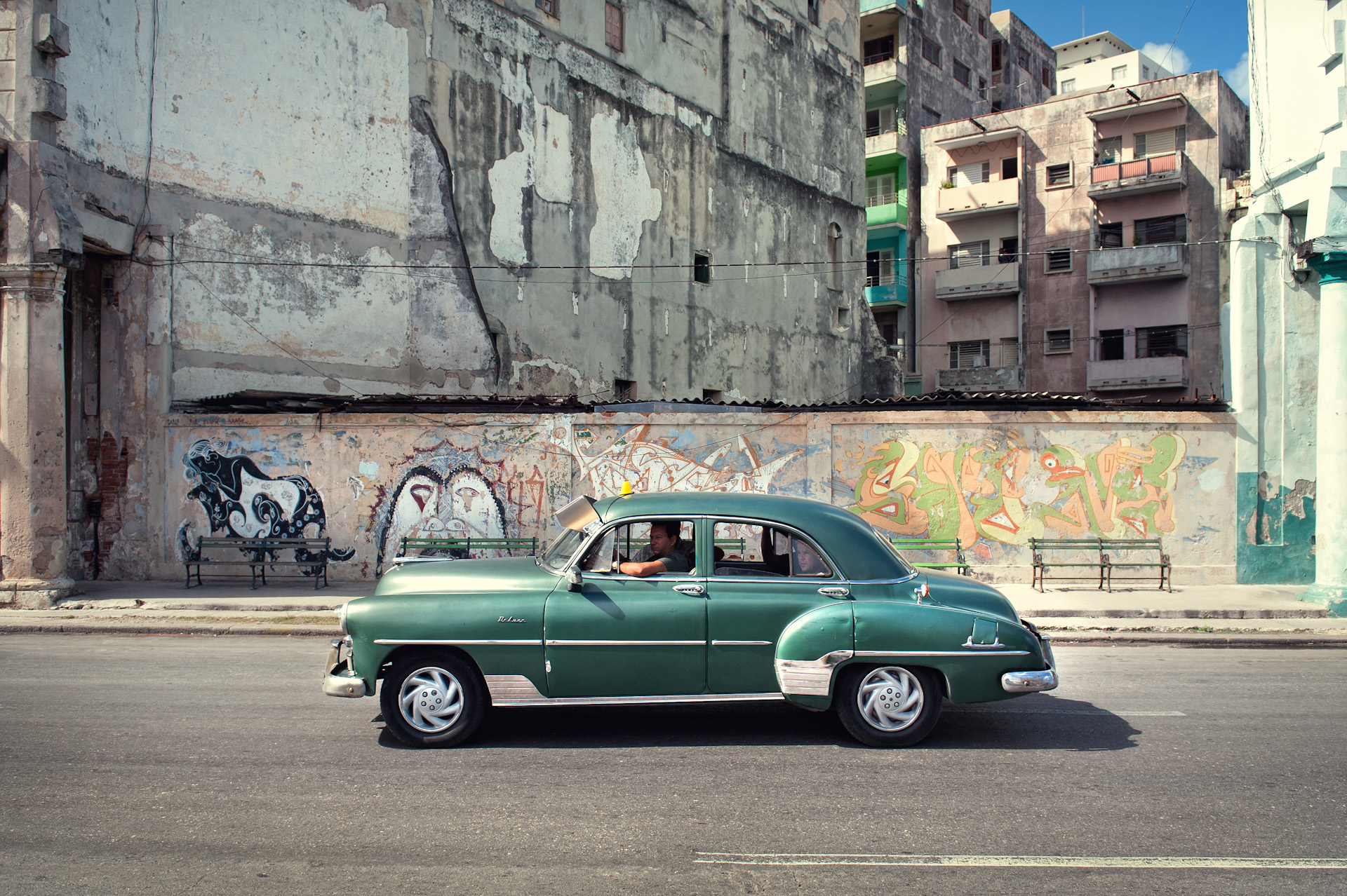 Cuba-Havana-Travel-Old-Car-Street_2.JPG