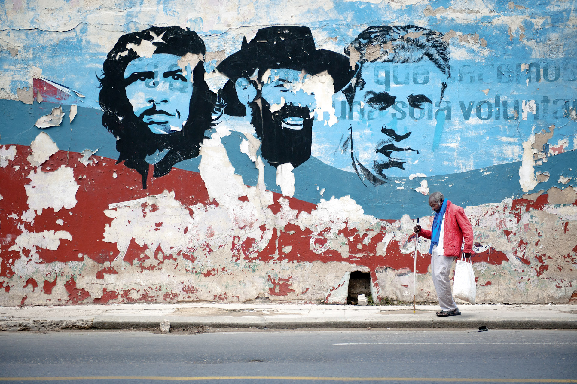 Cuba-Havana-Travel-Old-Man-Revolution-Che-Mural-Jason-Bax.JPG