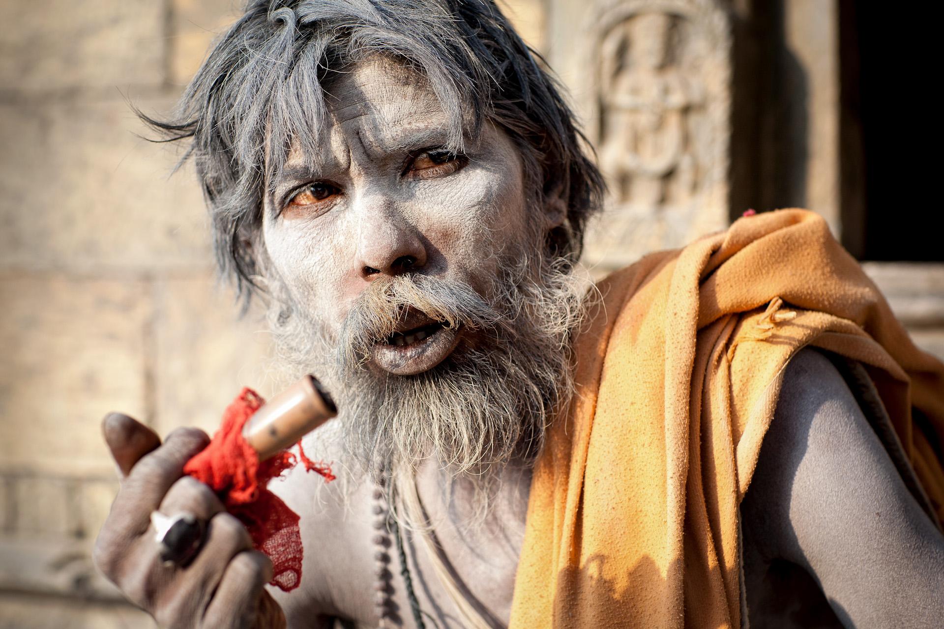 Nepal-Kathmandu-Travel-Sadhu-Smoke-Pashupatinath-Hindu_3.JPG