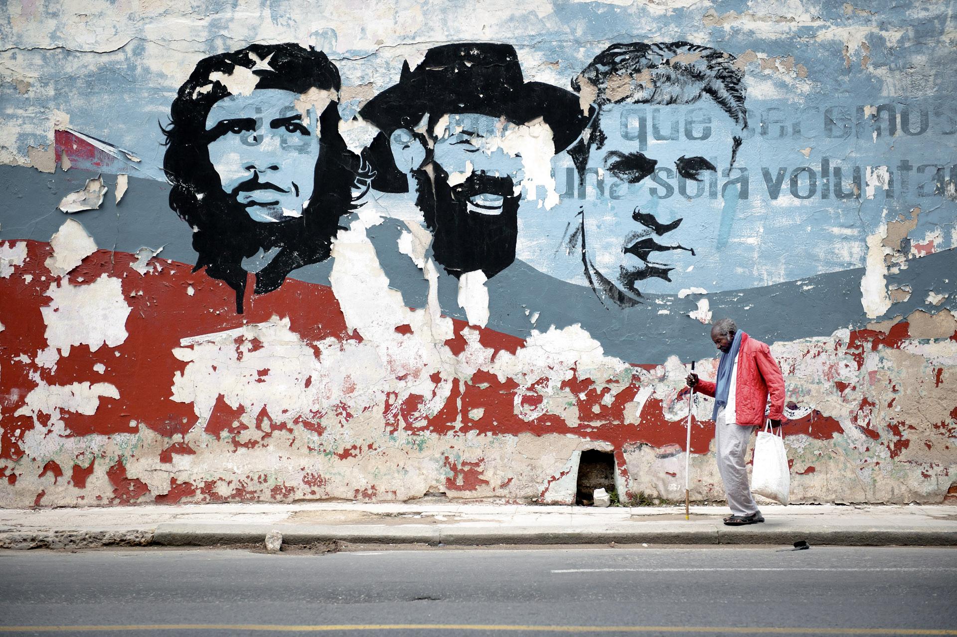 Jason_Bax_Travel_Cuba_Havana_Revolution_Che_Mural.jpg