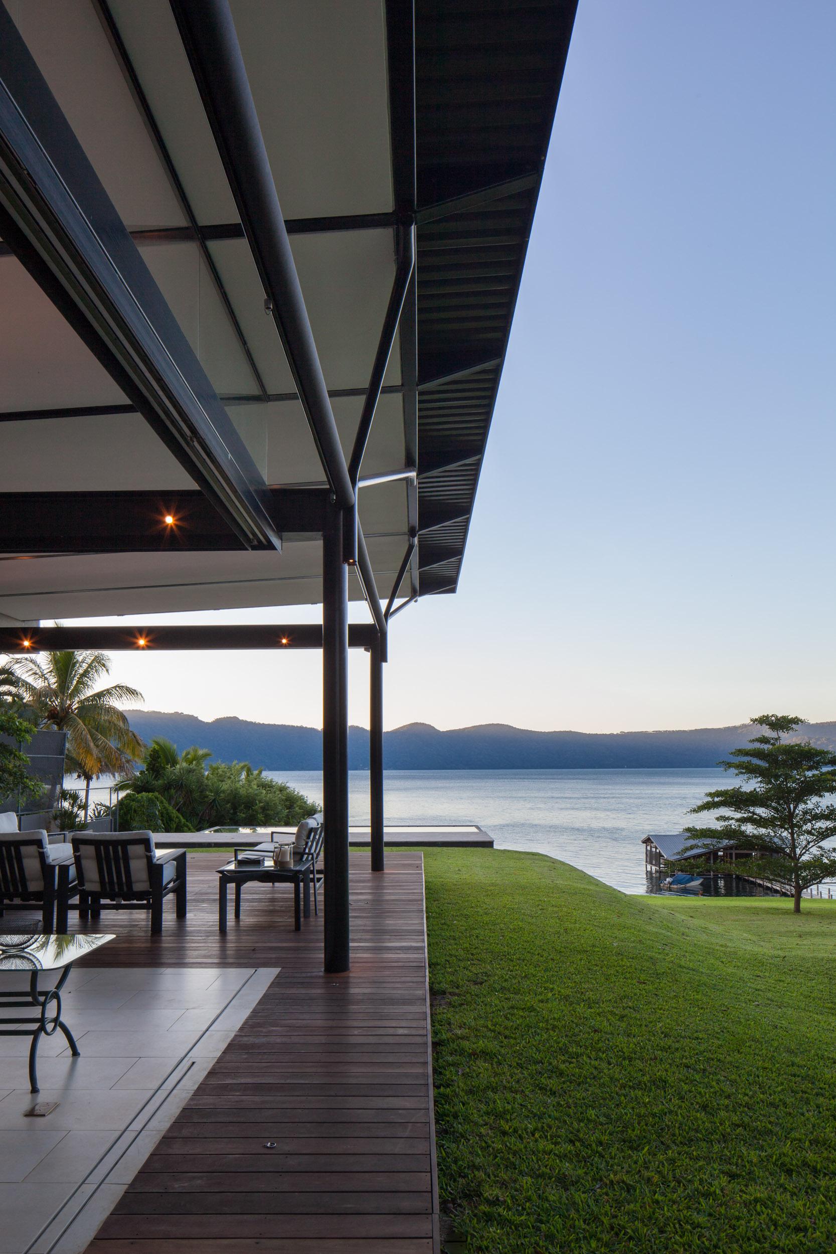 Jason_Bax_SQ_Lake_House_El_Salvador_Architecture_MG_0341.jpg