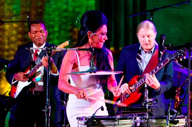 Percussionist Sheila E. (centre); Grammy Award-winning guitarist Robert Cray (left); and Derek Trucks of the award-winning Derek Trucks Band perform. Photo credit: UN/JC McIlwaine