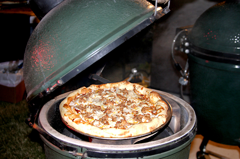 BBQ Pizza - yum!!.JPG