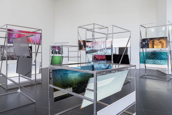 Hannah Sawtell, Vendor, 2012, installation views, Bloomberg Space, London