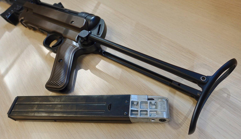 Umarex Legends MP 40 and Beretta APX Preview Video — Replica