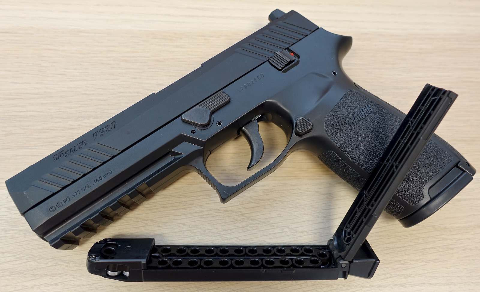 Sig Sauer ASP P320 Right Side Mag.jpg