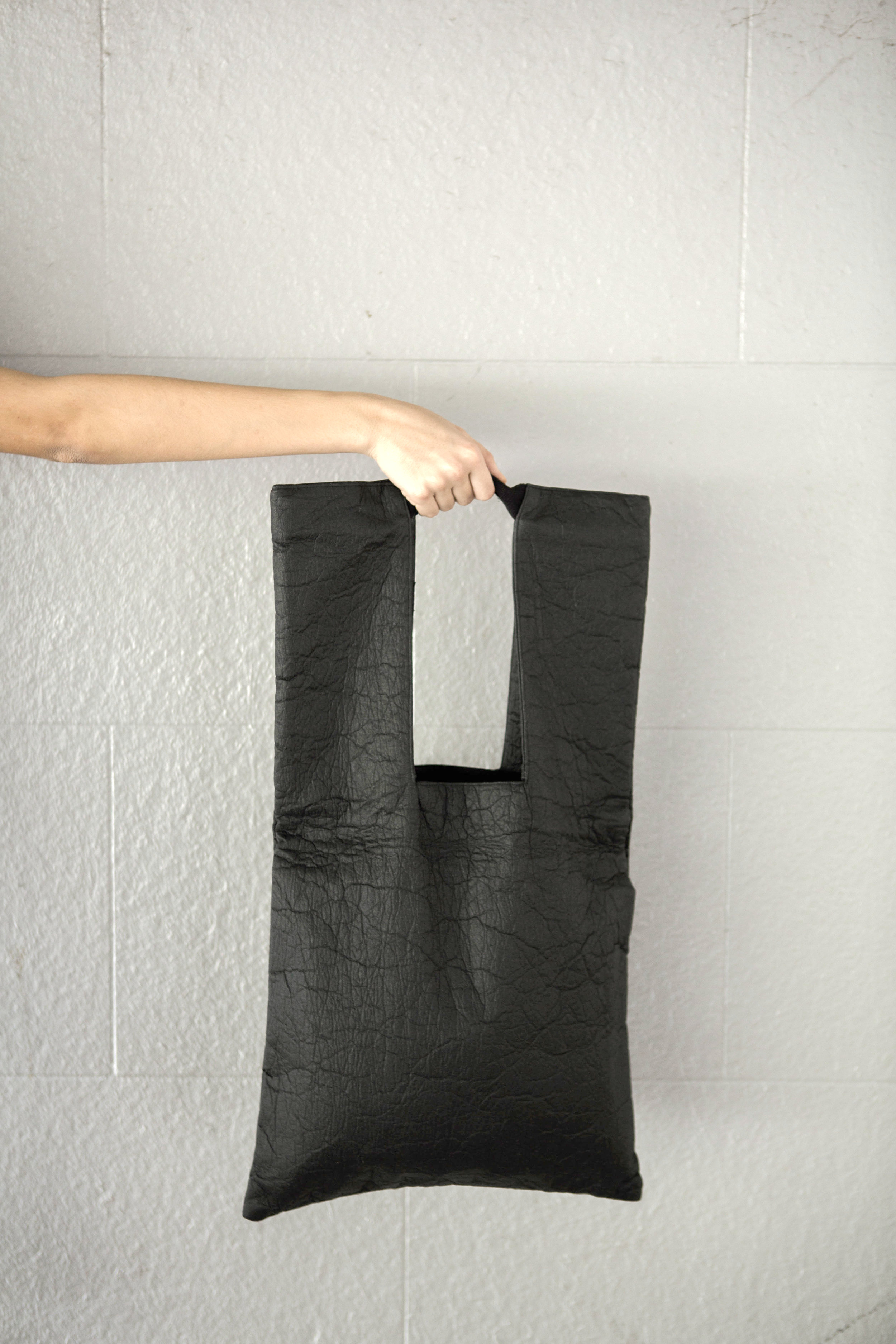 Piñatex U Tote Bag in Charcoal