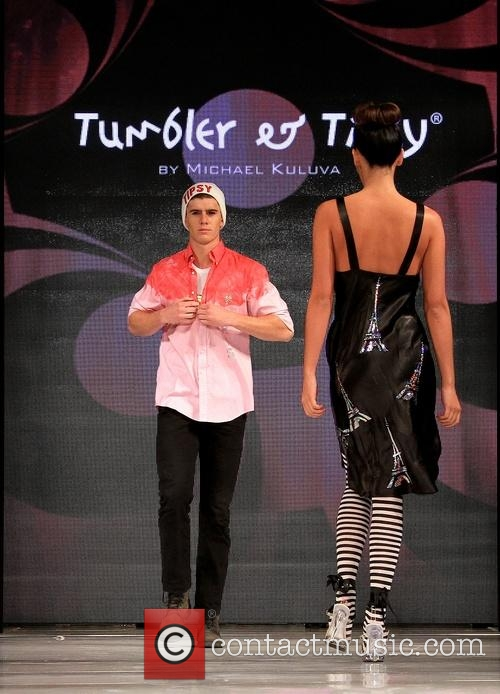 models-art-hearts-fashion-week-l-a-fall_4631569.jpg