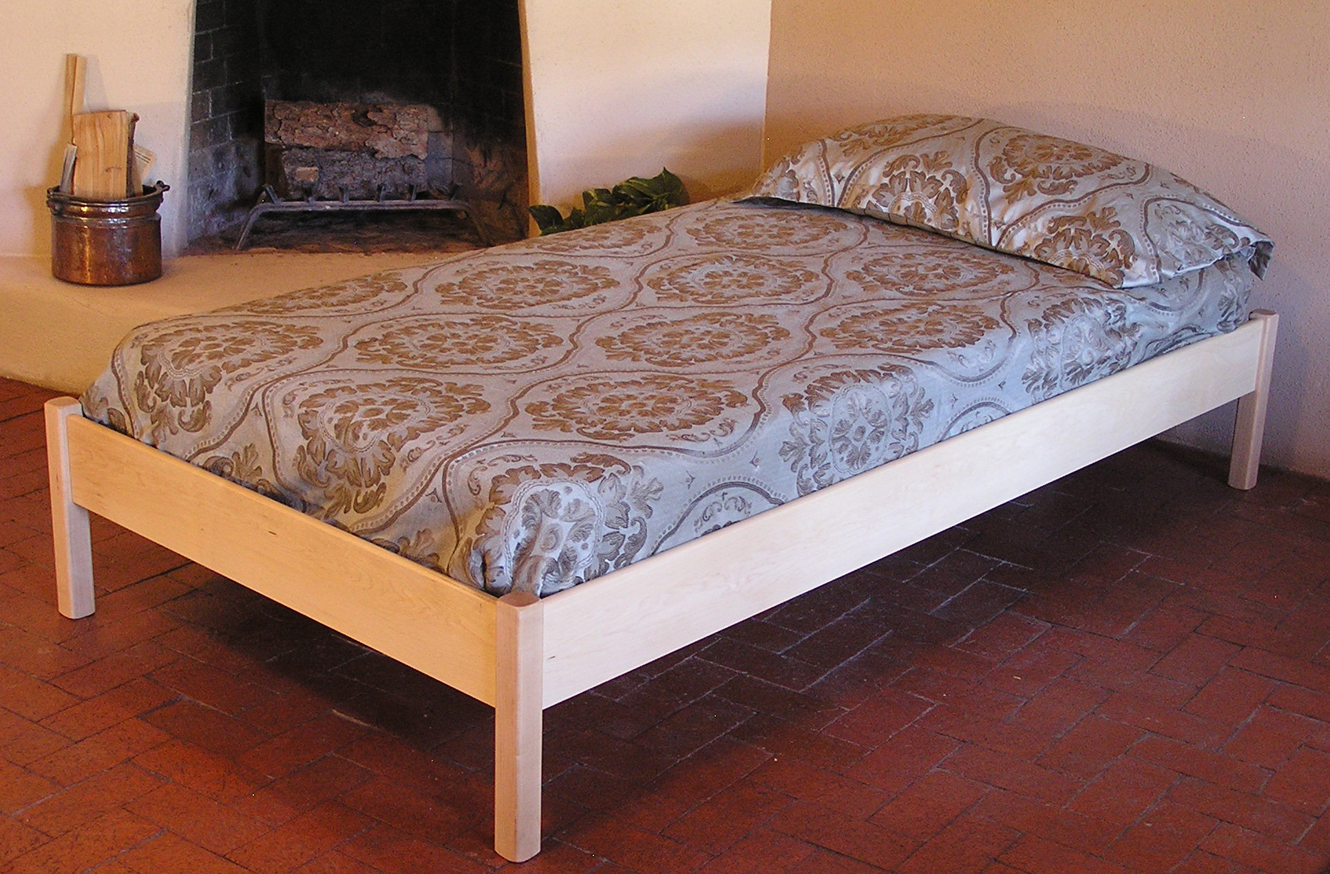 Pecos Lite Bed in Maple with Premium Upgrade