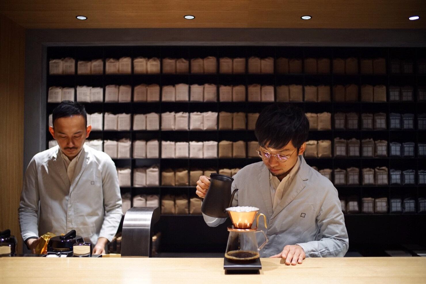 Sprudge-KoffeeMameya-HengteeLim-10_Koffee-Mameya_brewing.jpg
