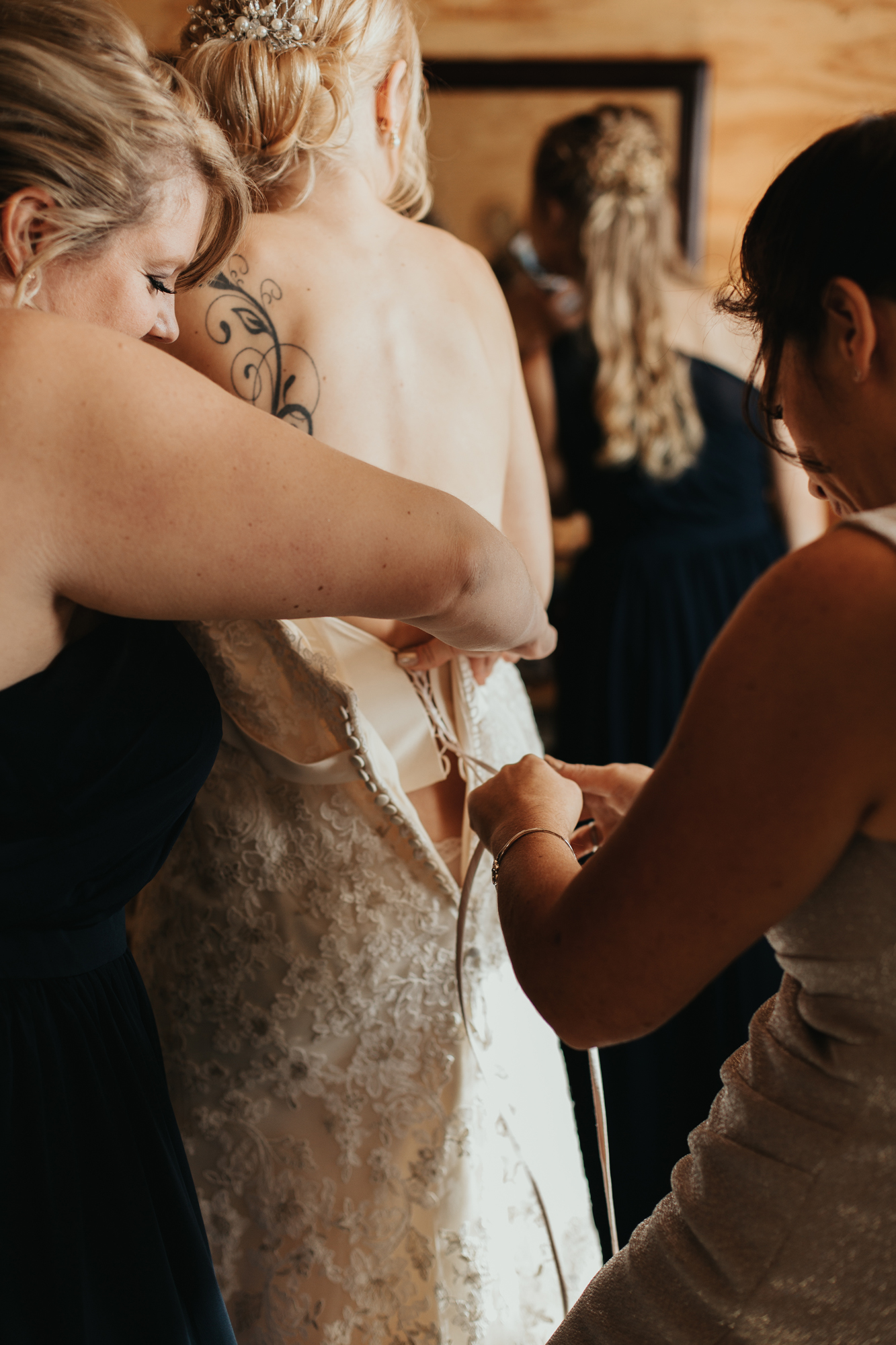 bride-getting-ready-wedding-day-photography-the-farm-at-beeber-drive-muncy-pa