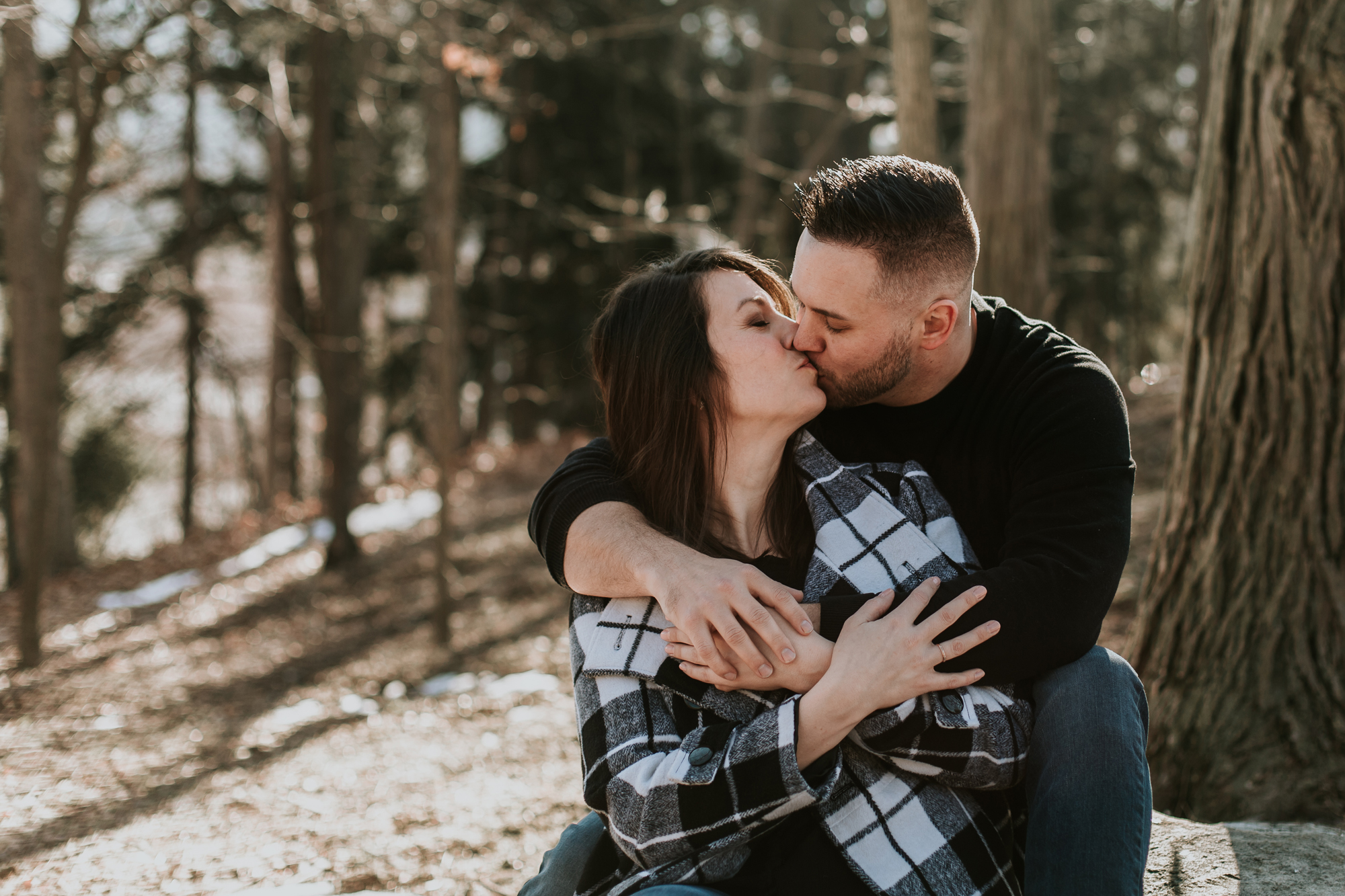 big-kiss-photography-in-the-woods