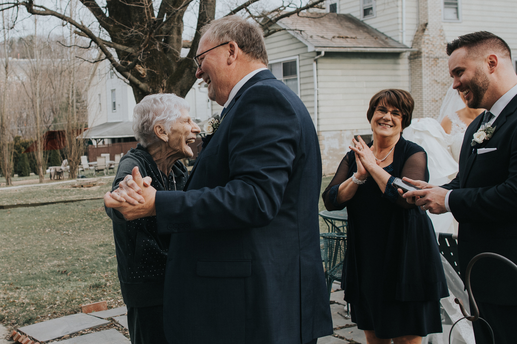family-candid-photographs-in-pennsylvania-weddings