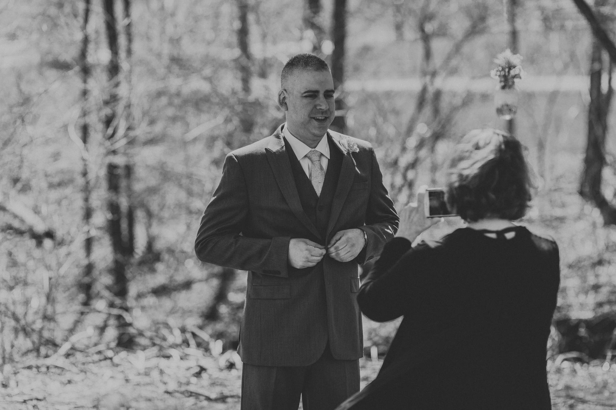 groom-getting-ready-before-wedding-palmer-pennsylvania