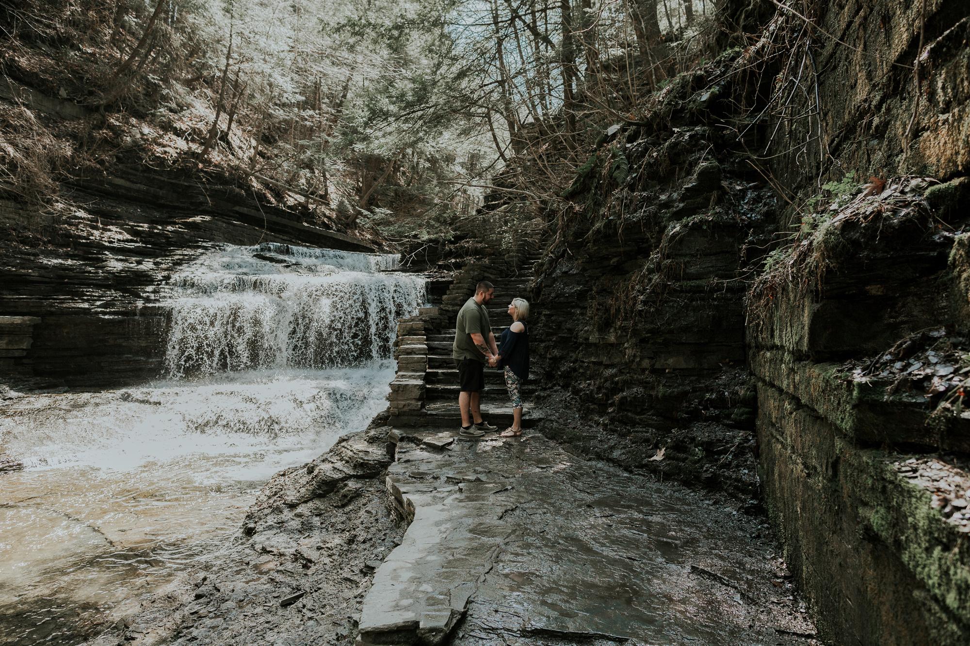 buttermilk-state-park-falls-engagement-photography