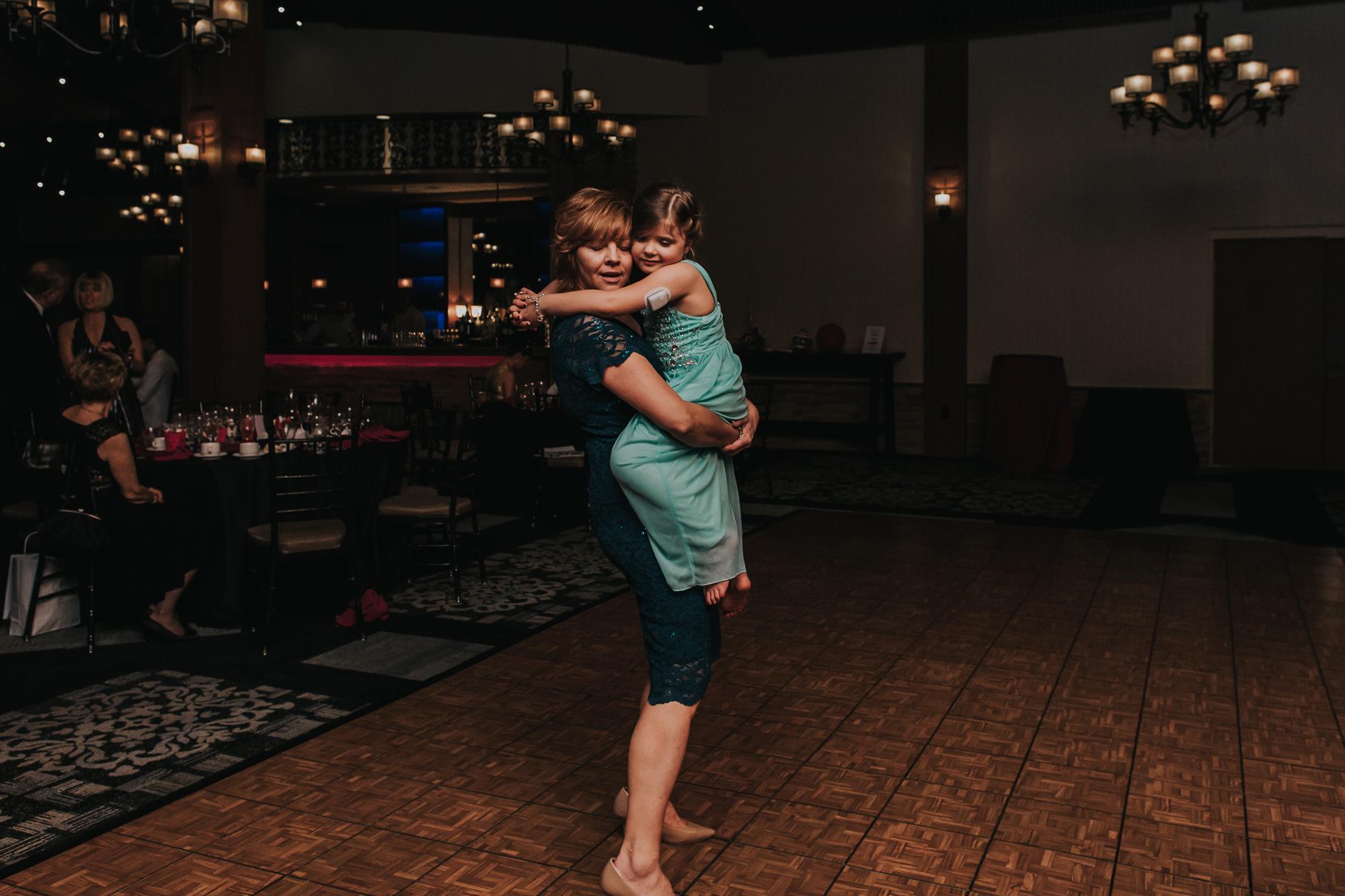 poconos-blue-mountain-wedding-dance