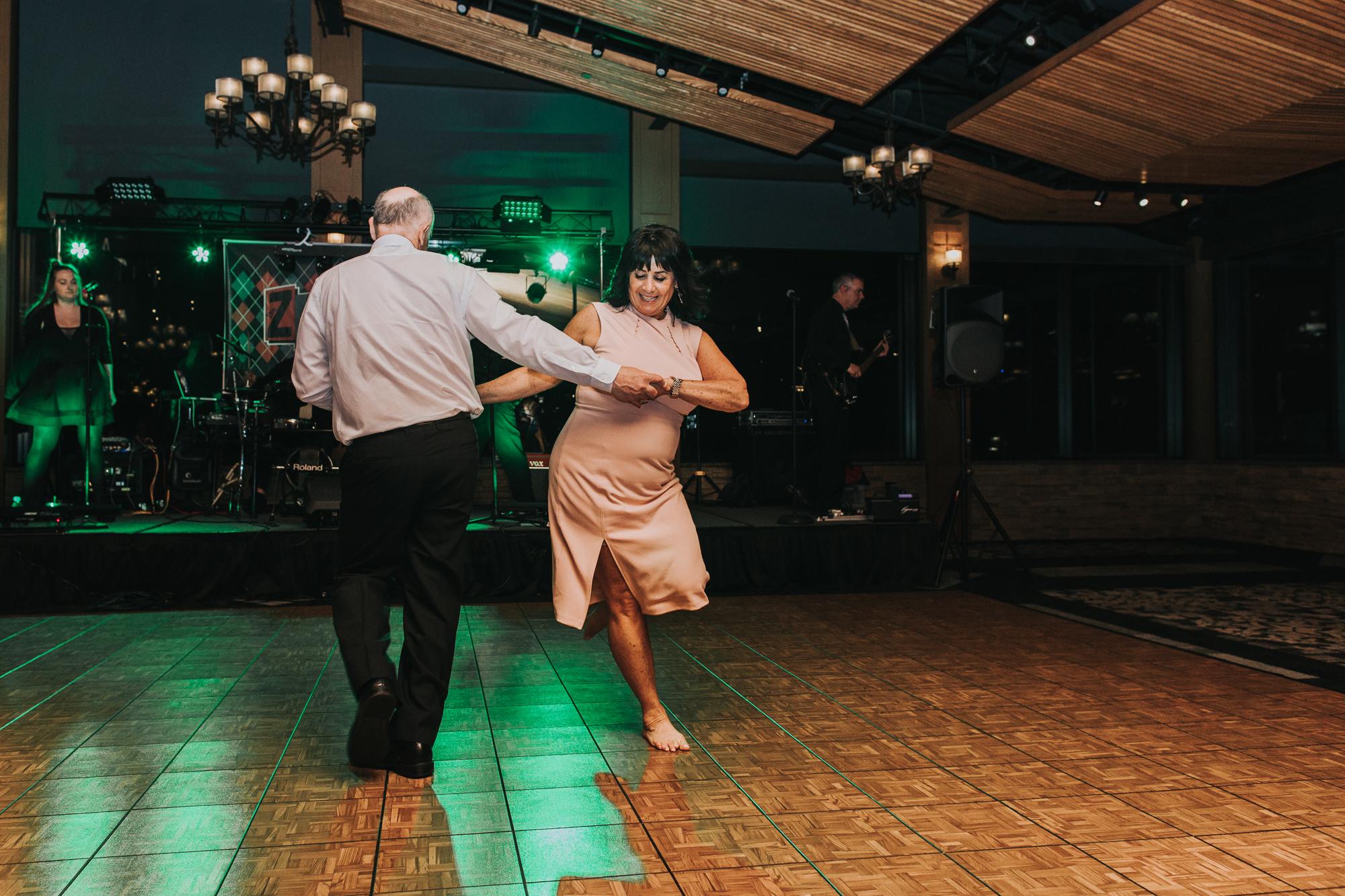 blue-mountain-reception-hall-dancing