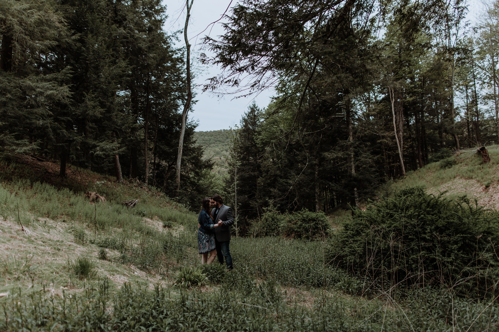 wide-angle-couples-photography-forest-pennsylvania