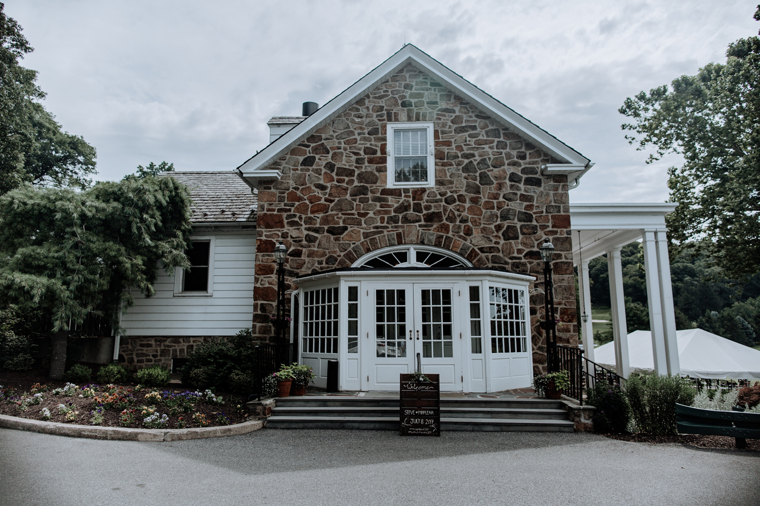 silver-creek-country-club-hellertown-pa-front-entrance-wedding-day-2017