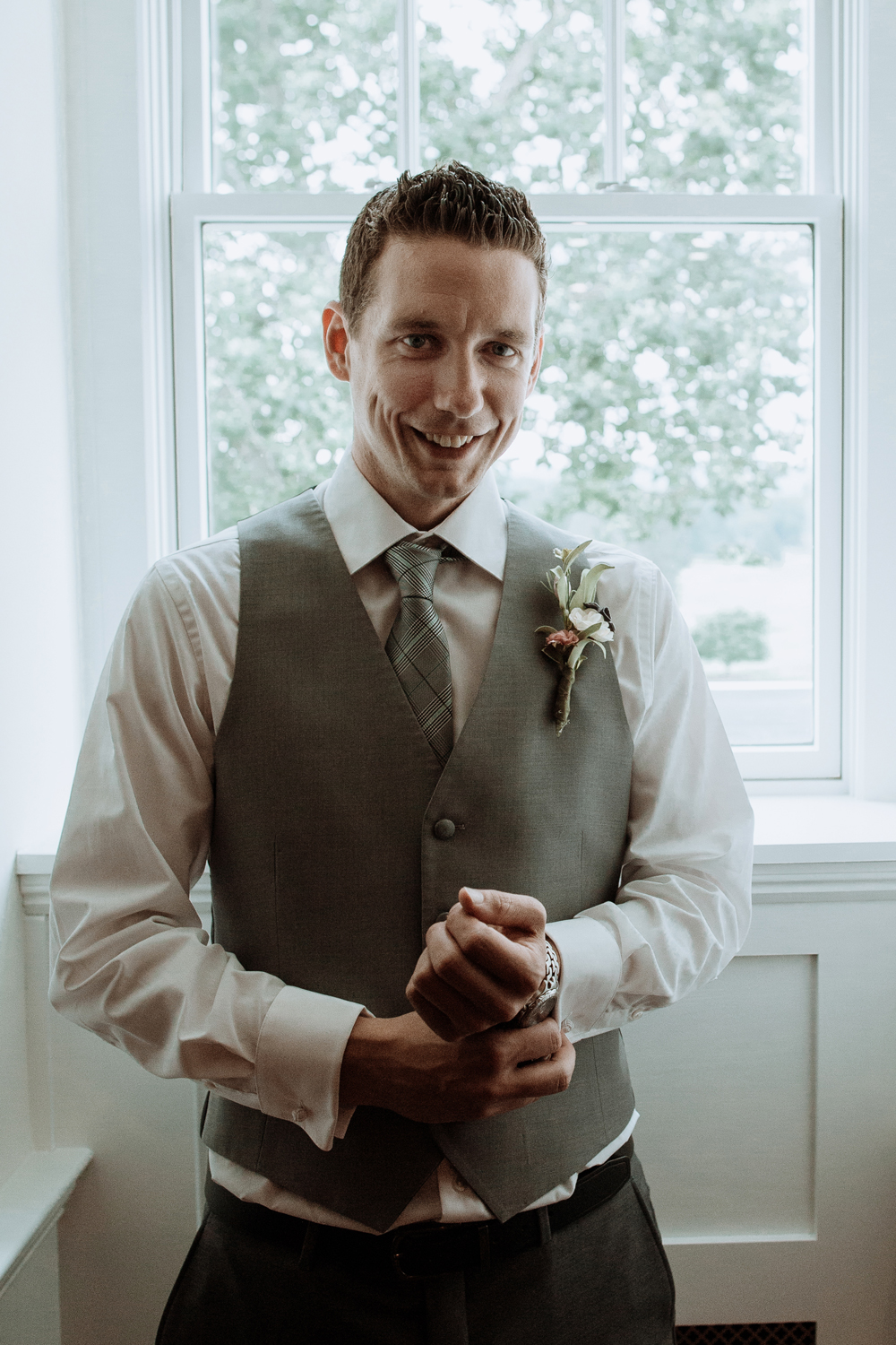 silver-creek-country-club-groom-portrait