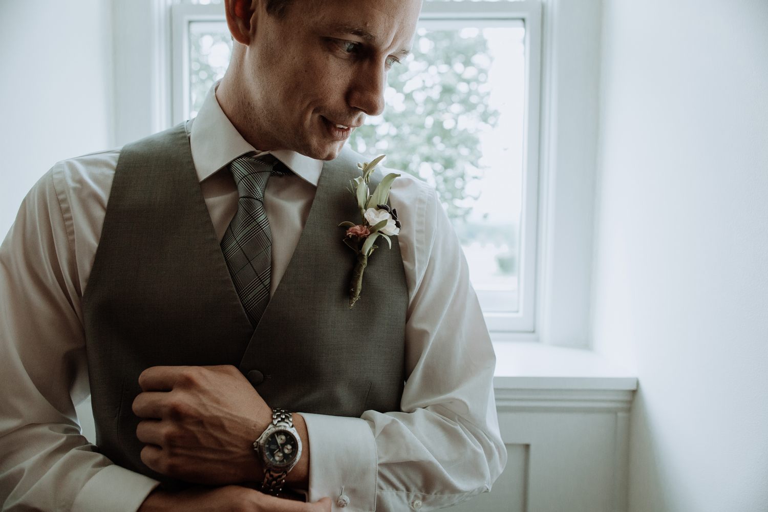 silver-creek-country-club-wedding-day-groom-portrait