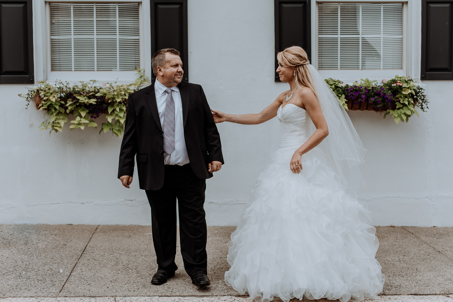 father-daughter-first-look-wedding-day-at-silver-creek-country-club