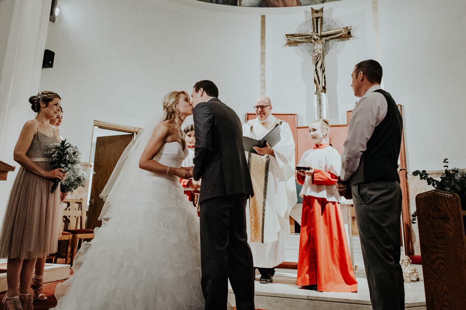 wedding-day-kiss-saint-theresas-catholic-church-hellertown-pennsylvania
