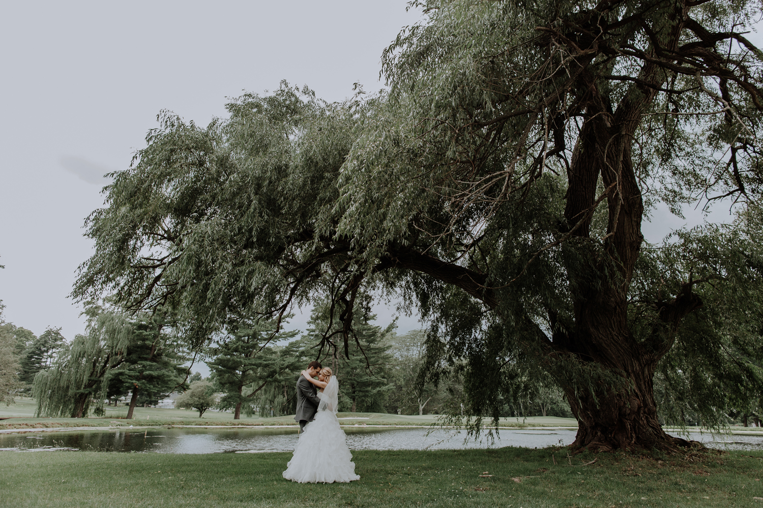 silver-creek-country-club-bride-and-groom-portrait-photography-willow-tree