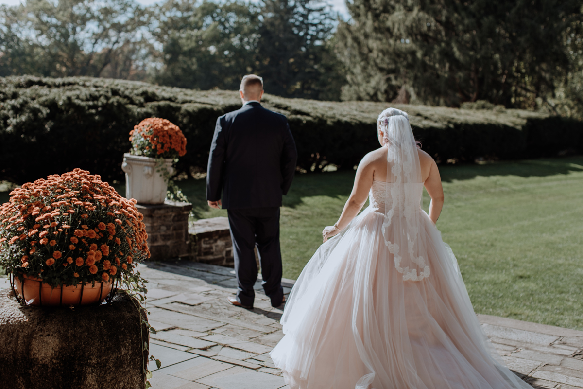 the-beeches-conference-center-and-inn-first-look-wedding-photography