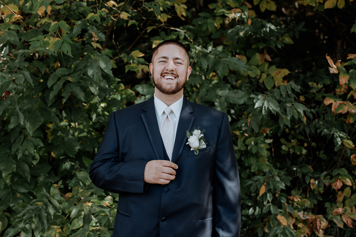 the-beeches-conference-center-and-inn-photography-groom-portrait