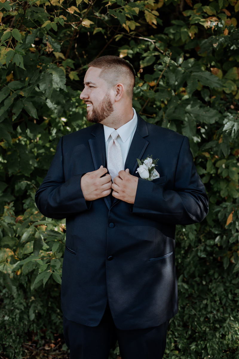 the-beeches-conference-center-and-inn-photography-groom