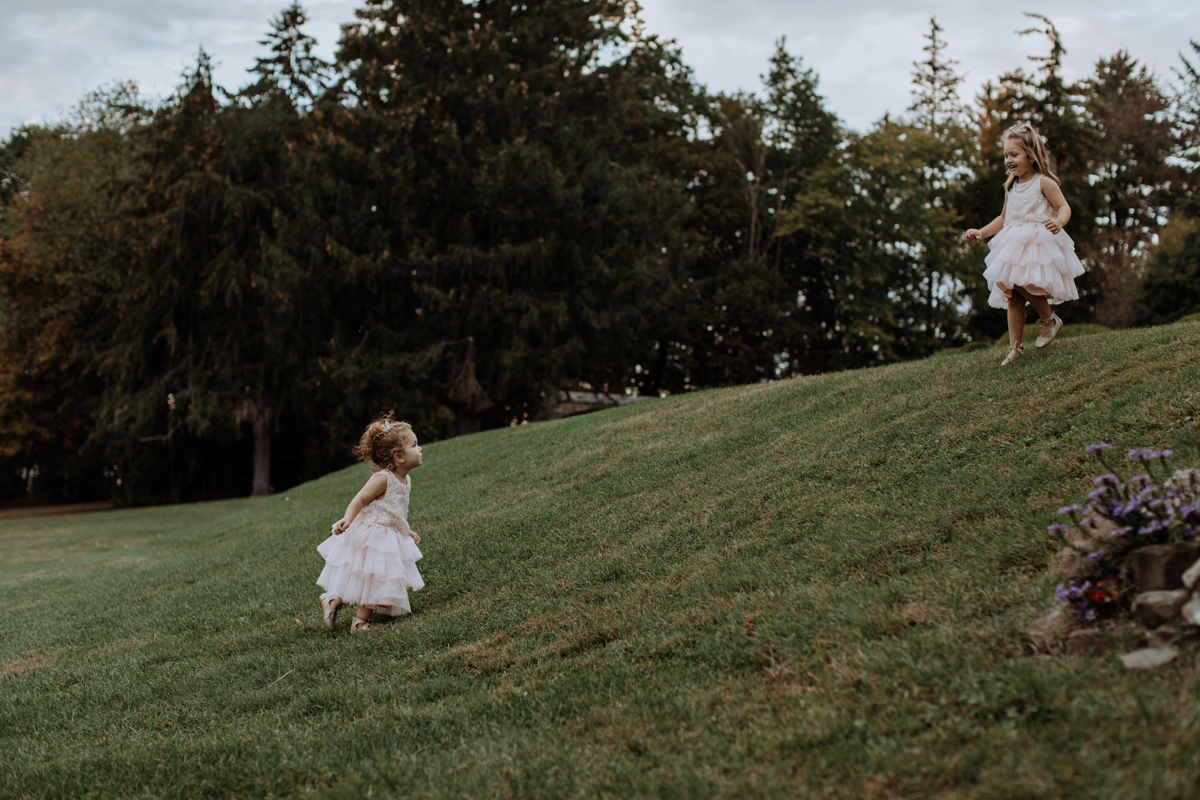 the-beeches-inn-and-conference-center-wedding-photography-candid-kids