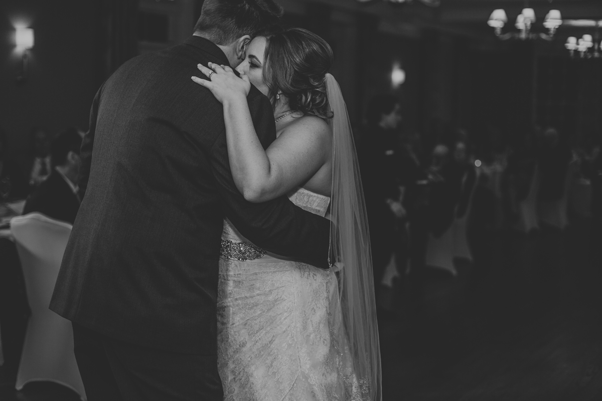 lehigh-valley-wedding-photography-manufacturers-golf-and-country-club-wedding-first-dance-2