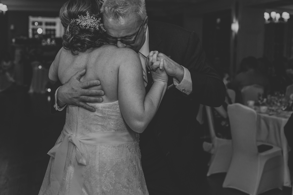 lehigh-valley-wedding-photography-manufacturers-golf-and-country-club-wedding-first-dance-6