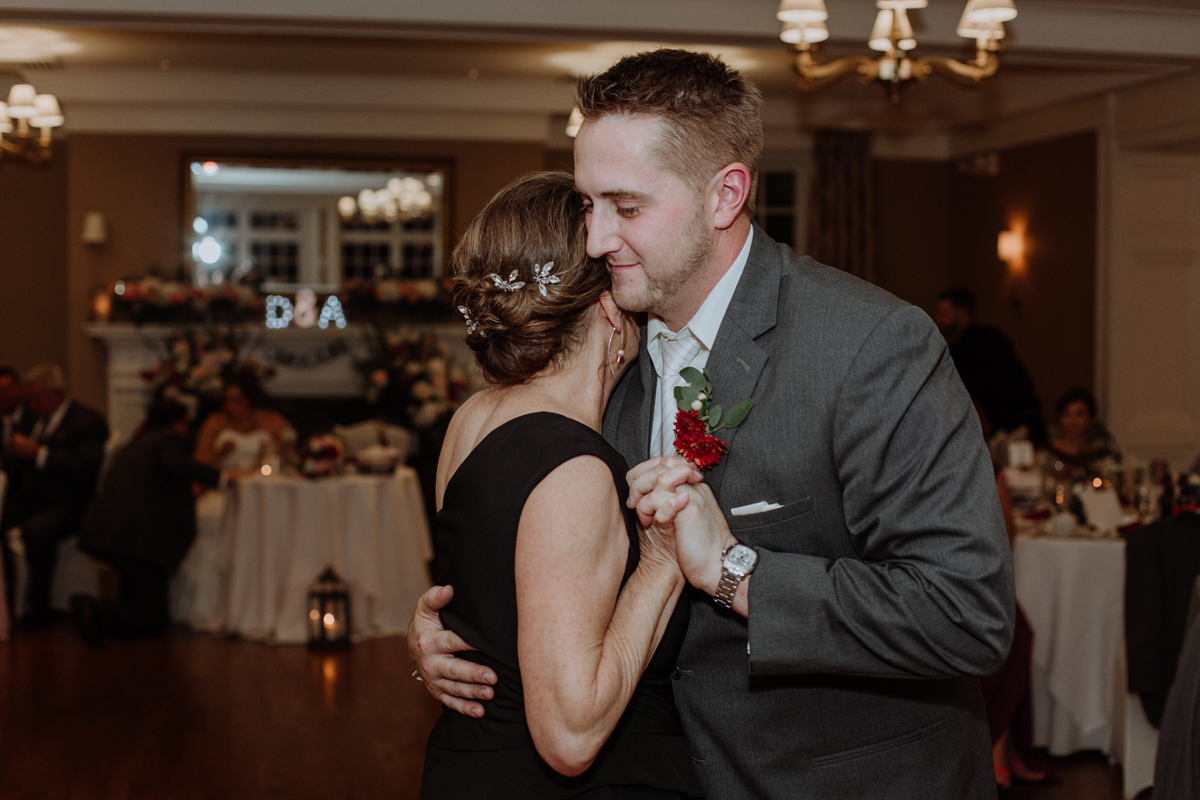 lehigh-valley-wedding-photography-manufacturers-golf-and-country-club-wedding-first-dance-7