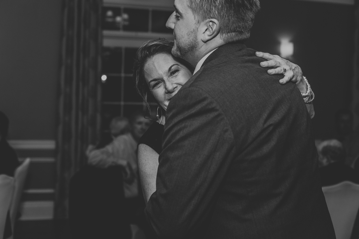 lehigh-valley-wedding-photography-manufacturers-golf-and-country-club-wedding-first-dance-8