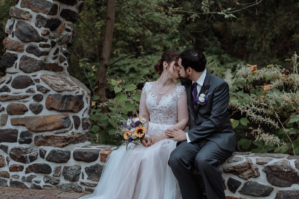 kings-mills-wedding-photography-portraits-kiss