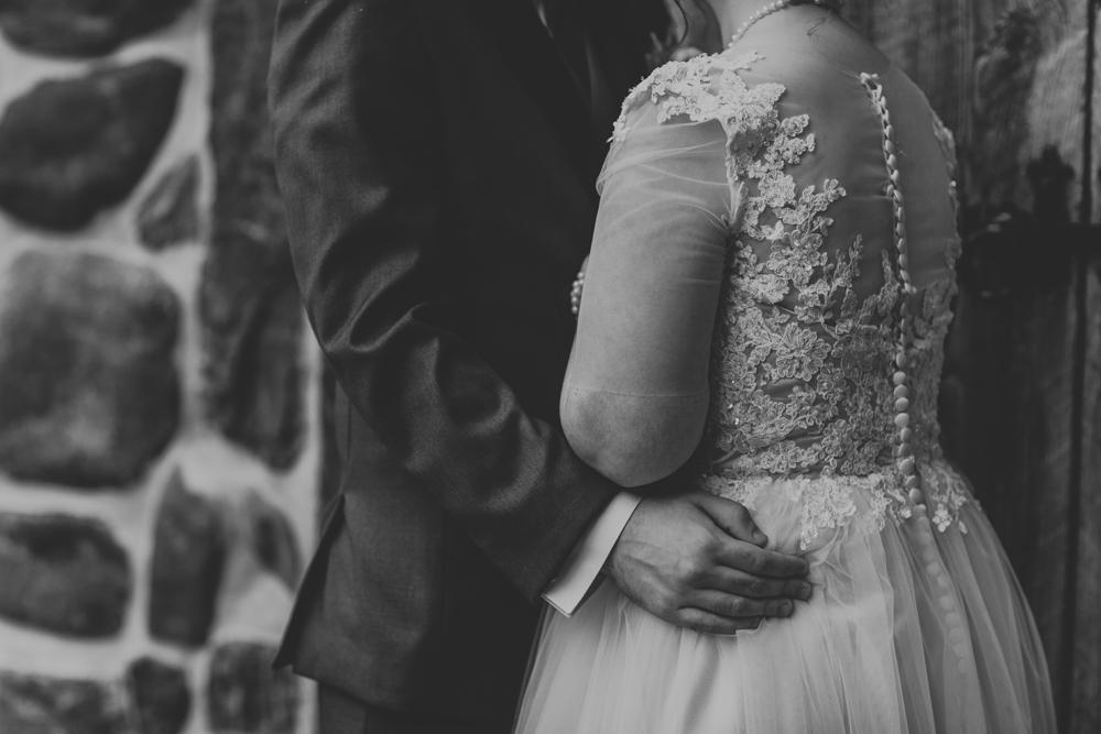 kings-mills-wedding-intimate-photography