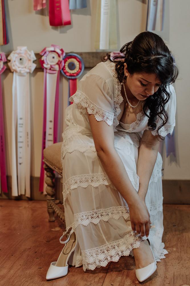 woods-edge-alpaca-farm-wedding-photo-getting-ready-candid-5