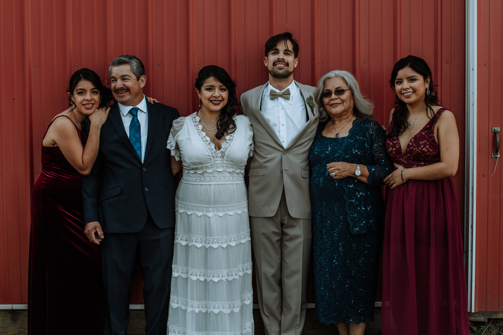 woods-edge-alpaca-farm-wedding-photography-family