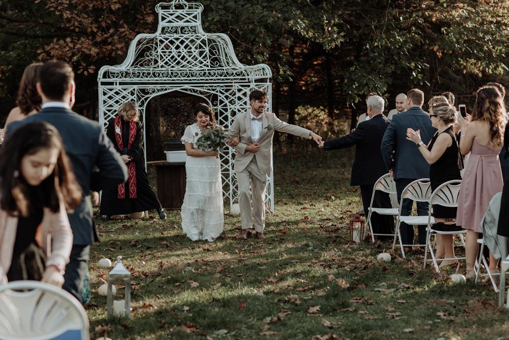 woods-edge-wools-alpaca-farm-wedding-photography-ceremony-10
